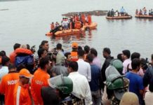 boat-capsized-in-Godavari-river